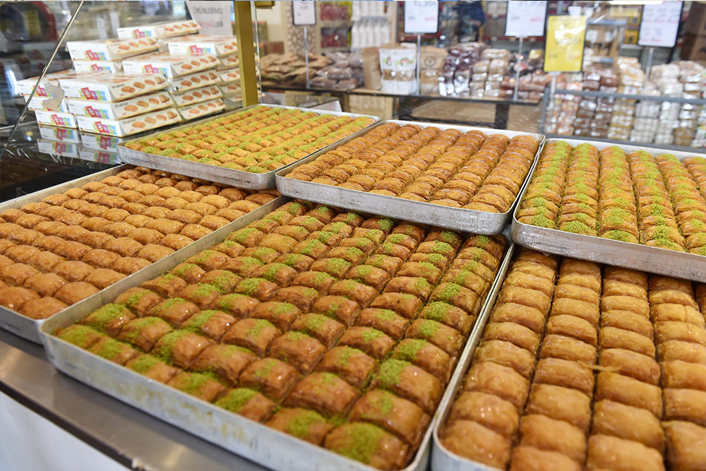 Ankara Büyükşehir Belediyesi Halk Ekmek Fabrikası, Ramazan Bayramı öncesi tatlı üretimini artırdı.